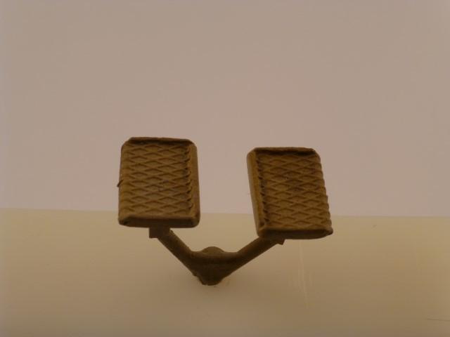Trittstufen, paar rechts/links, für Montage auf vorderen,  schrägen Rahmenblech z.B. BR 23
